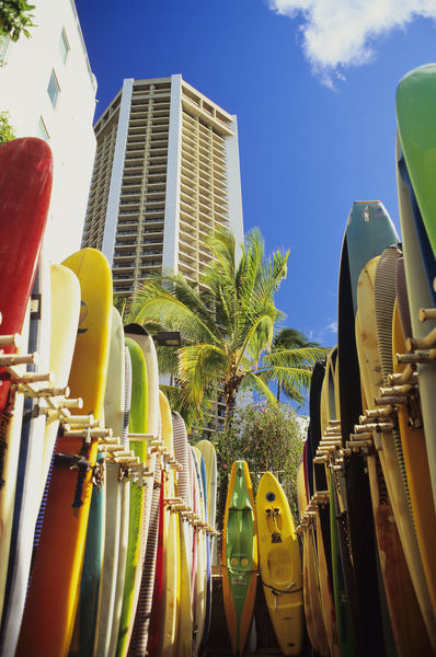USA, Hawaii, Oahu, Surfboards lined up at Waikiki Beach; Honolulu